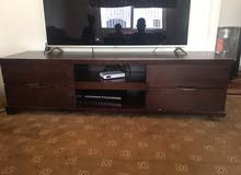 طاولة وسط مع جانبيات وطاولة تلفزيون