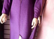 جلابة 2 قطع يعني الجلابة او لقميص تعها قمص جوهارة والجلابة مليفة مخدوةة بالراندة
