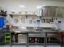 مطعم جاهز بكل معداته و الموظفين و الرخصة للبيع