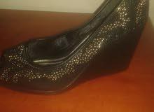 بيع حذاء جديد وبسعر منلسب