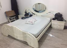 غرفة نوم إيطالية في حالة جيدة