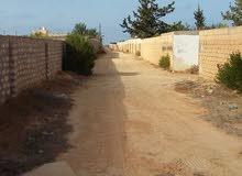 قطعة ارض للبيع باتاجوراء قريبة من ساحلي بها ستراحة مسحتها ء2600م مسيجة بالكامل
