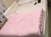 سرير ايكيا 200*120 بحاله جيدة جدا للبيع