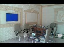 محل للتنازل فيه ديكور داخلي رائع و مكيف و مكتب و كراسي وشاشة