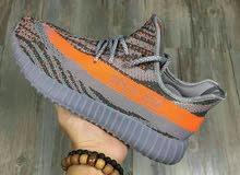 حذاء يزي الرياضي للرجال والنساء