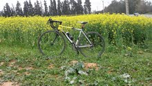دراجة هوائية للسباق من الالمنيون ممتازة( decathlon) اديال الطريق