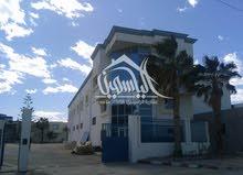 مصنع طابق أول بالمنطقة الصناعية سيدي عبد الحميد