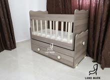 سرير أطفال هزاز مع درجين تخزين