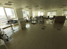 خور دبي مكتب مجهز مساحه كبيره موقع مميز - إيجار سنوي