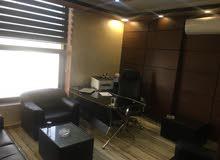 مكتب فخم جدا للايجار مجمع عمان الجديد بسعر مغري