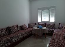 كراء شقة غرفة وصالة ومطبخ مفروشة ومجهزة قريبة للبحر بمرتيل