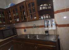 مطبخ خشب زان نظيف اربعه قطه بالرخامه وحوض كبيير