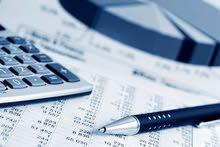 محاسب على استعداد لمسك الحسابات و الضريبة