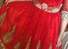 فستان للبيع لون احمر جديد