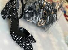 حقيبة يد مع حذاء كعب