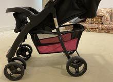 عربة اطفال نضيفة جدا شبه جديدة سعرها قبل 900