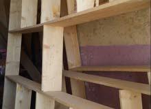 3 خانات رفوف للبيع جميلة وجديدة خشب للبيع
