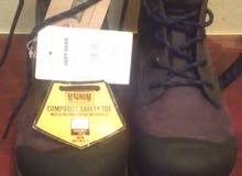 حذاء ماكنيوم. جديد نمرة. 44