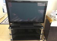 للبيع تلفزيون LCD حجم 50 بوصه مع الطاوله