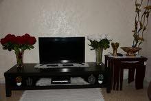 طاولة تلفزيون بسعر 25 دينار
