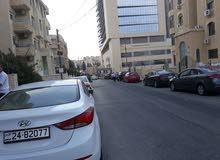 شقة استثمارية  خلف مركز الحسين للسرطان  عباره عن 4 ستوديوهات  مفروشه منفصله للبيع