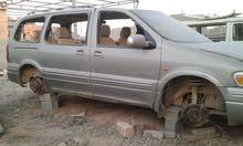 شيفروليه مخلطة و زجاج محطم أثناء حرب الجيش في بنغازي