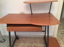 طاولة كمبيوتر للبيع