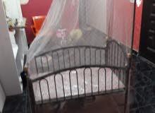 سريري اطفال جديد يوجد فيها مكان لحفظ الملابس و العاب اطفال