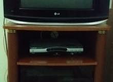 تلفزيون وطاولة وريسيفر
