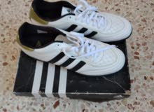 حذاء رياضي للبيع