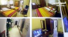 غرفة بيها 2 سرير زوجى وحمام  وتلفزيون