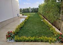 يوجد لدينا تعشيب الحدائق وغرس الورود وأشجار الزينة