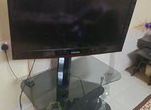 تلفزيون و طاولة للبيع