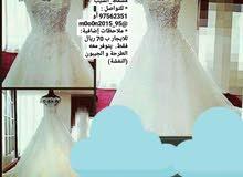 فستان زفاف سكري اللون