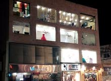 عمارة تجارية للبيع وسط سوق الهاشمي الشمالي