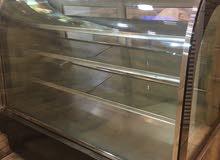 ثلاجة عرض للمطاعم وطاوله ألالومنيوم لاستعمال المطاعم