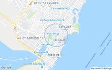 تونس الكرم قرب مصحة حنبعل به مستودع للسيارة به جميع المرافق الصحية