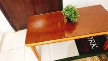 طاولة من ايكيا استعمال خفيف