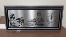 لوحة حائط مع ساعة