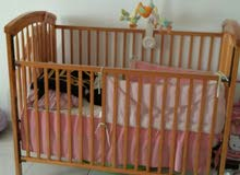 سرير اطفال بحاله ممتازه للبيع