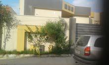 حوش اومنزل بالقرب من مسجد طيبة عين زارة طريق الابيار