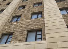 توجد غرفة بشقة حديثة بشارع السفريات(ابوظبي) مباشرة ق4خيطان عمارة حديثة