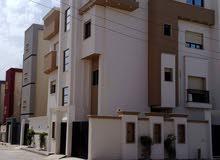 عمارة سكنية فيها 4 شقق للايجار مع بعضها