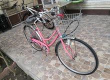 دراجة بايسكل بناتي وردية نضيفة للبيع