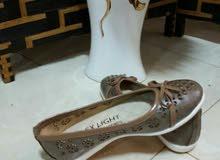 أحذية للنساء والأطفال