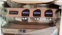 مكينة قهوة تاتش  اسبانية الصنع موديل 2010 تقريباً مش متأكد المكينة شبه جديدة