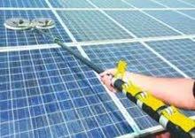 تنظيف وصيانة الخلايا الشمسية