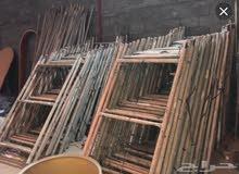 سقايل حديد 3 طوابق  و  7 سقايل خشب للبيع بسعر مغري جدااا