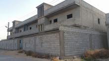 عمارتين بسياج واحد وممكن فصلة كل عمارة بها 4 شقق كل شقة مساحتها 200 الكويفيه طري