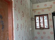 بيت طابق ثاني لليجار يحتوي على غرفة منام و صالة و مطبق بيت جاهز كامل ارضية سرامي